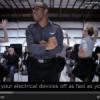 Vídeo de instrução de segurança em voo vira hit no YouTube
